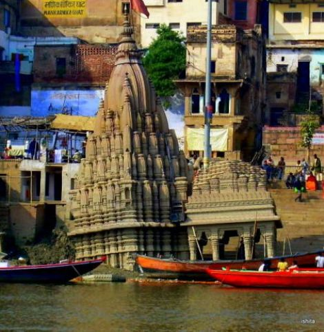 The tilted temple on Scindia Ghat is dedicated to all mothers. Legend has it that a king built this temple to absolve himself of the numerous debts he owed to his mother. But can a mother's debt be repaid? Temple immediate tilted and sank partly on completion.