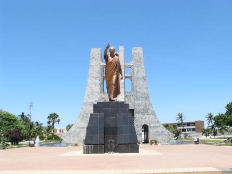 Kwame_nkrumah_tomb_accra_ghana