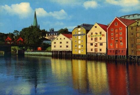 Trondheim. Bryggerekke ved Nidelven