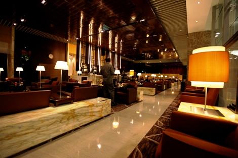 T3 silver kris lounge1