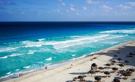White sandy beach of Cancun, Mexico | Photo credit: Maria Michelle | Source:www.pixabay.com